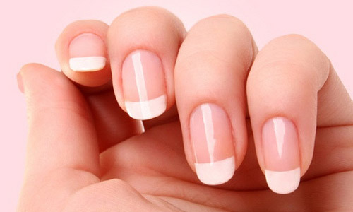 how-to-french-manicure-at-comfort-of-home-and-in-budget